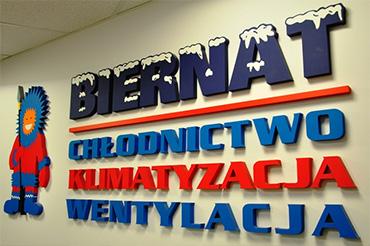 logo firmy na ścianie - biernat chłodnictwo klimatyzacja wentylacja